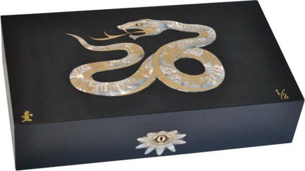 Эксклюзивный хьюмидор Elie Bleu Mother-of-Pearl Snake, цвет черный (от 1 до 8)